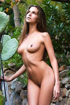 Beautiful Simona Charms You Out Of Your Pants