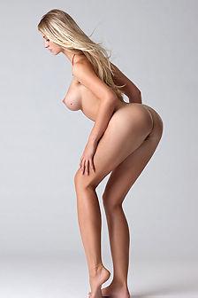 Lovely Blond Babe Carisha