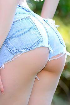 Ivy Snow Short Shorts