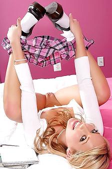 Sarah Peachez Sweet College Girl