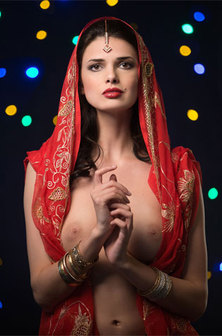 Babe On Indian Jewelry And Poses Topless
