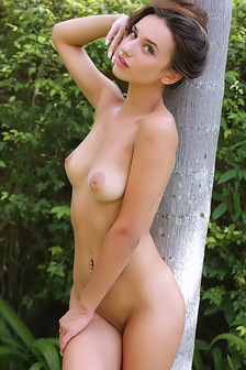 Erotic Princess Gloria Sol Playing In Golf