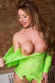 Hot British MILF Lynda Leigh